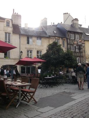 Les Vagueux - restaurant area in Caen